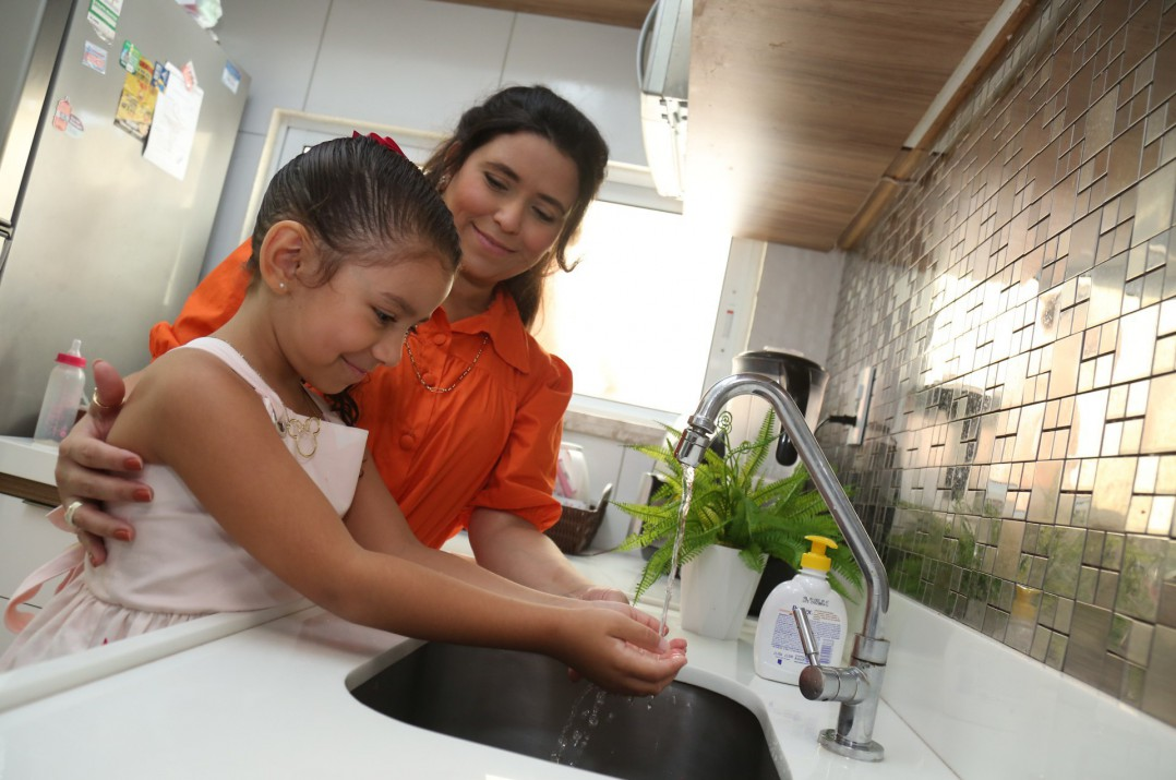 Coordenadora financeira Sibelle Rezende criou rotina de hábitos saudáveis com os filhos para evitar estresse durante a pandemia de coronavírus
